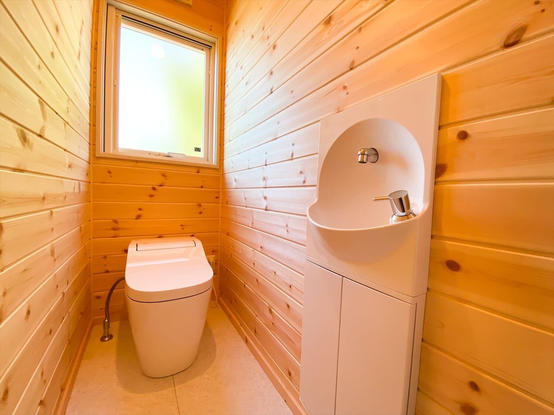 プライベートを尊重した平屋のトイレ 鉾田市の注文住宅,ログハウスのような木の家を低価格で建てるならエイ・ワン