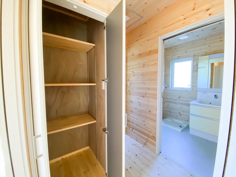 プライベートを尊重した平屋の収納 鉾田市の注文住宅,ログハウスのような木の家を低価格で建てるならエイ・ワン