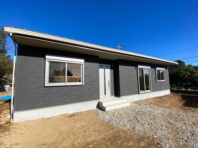 プライベートを尊重した平屋の外観 鉾田市の注文住宅,ログハウスのような木の家を低価格で建てるならエイ・ワン