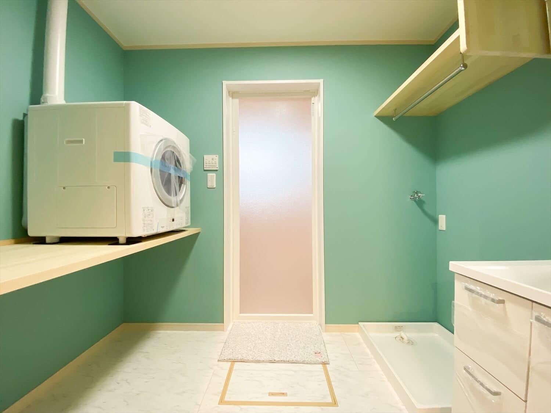 予算内で最大の価値を叶えた無駄のない平屋の洗面脱衣室|行方市の注文住宅,ログハウスのような木の家を低価格で建てるならエイ・ワン