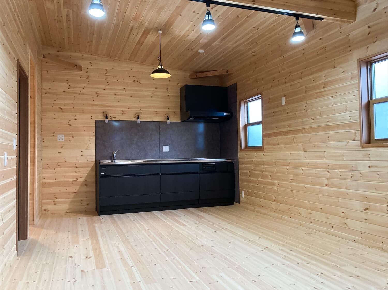 家族のプライバシーを大切にした平屋のキッチン|前橋市の注文住宅,ログハウスのような木の家を低価格で建てるならエイ・ワン