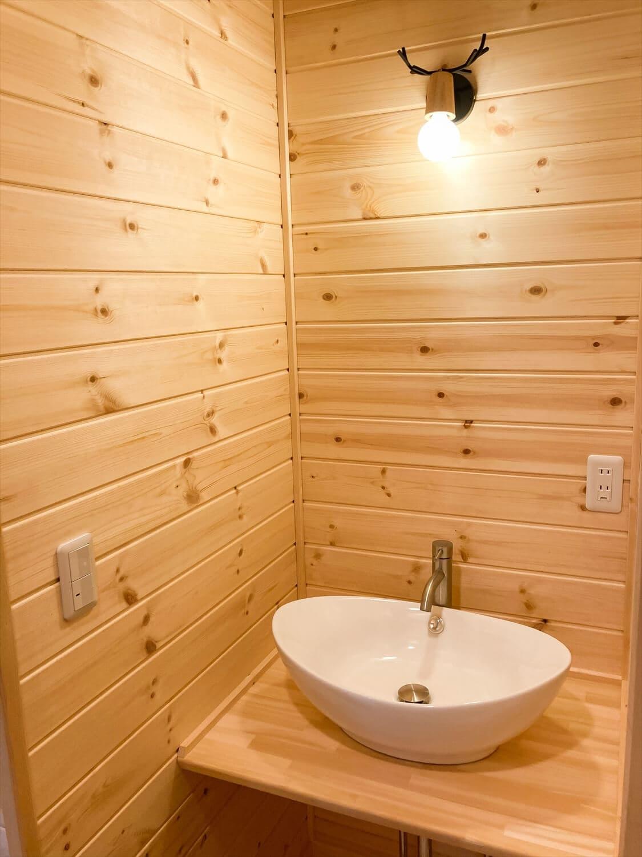 家族のプライバシーを大切にした平屋の手洗い場|前橋市の注文住宅,ログハウスのような木の家を低価格で建てるならエイ・ワン