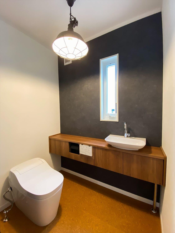 性能とデザインを追い求めたZEH仕様のクールな二階建てのトイレ|石岡市の注文住宅,ログハウスのような木の家を低価格で建てるならエイ・ワン