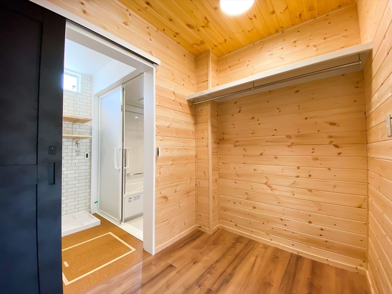 洗面所に隣接する洗濯室
