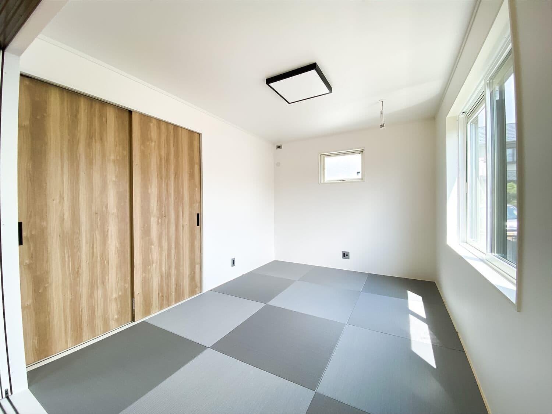性能とデザインを追い求めたZEH仕様のクールな二階建ての和室|石岡市の注文住宅,ログハウスのような木の家を低価格で建てるならエイ・ワン