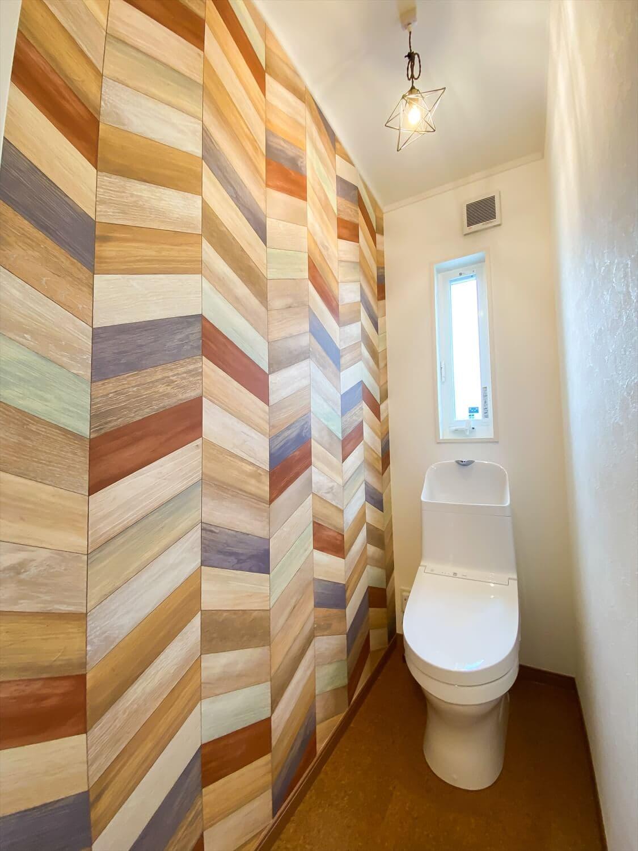 性能とデザインを追い求めたZEH仕様のクールな二階建てのトイレ2|石岡市の注文住宅,ログハウスのような木の家を低価格で建てるならエイ・ワン