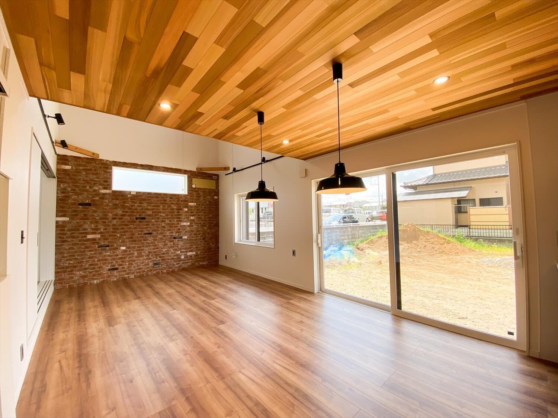 性能とデザインを追い求めたZEH仕様のクールな二階建てのリビング|石岡市の注文住宅,ログハウスのような木の家を低価格で建てるならエイ・ワン