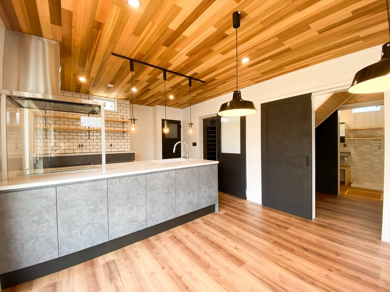 性能とデザインを追い求めたZEH仕様のクールな二階建てのキッチン|石岡市の注文住宅,ログハウスのような木の家を低価格で建てるならエイ・ワン