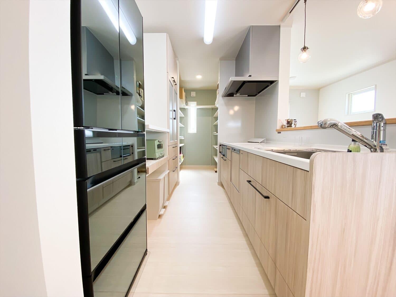 ヒバ無垢材の香り満ちるZEH仕様の二階建てのキッチン 水戸市の注文住宅,ログハウスのような木の家を低価格で建てるならエイ・ワン