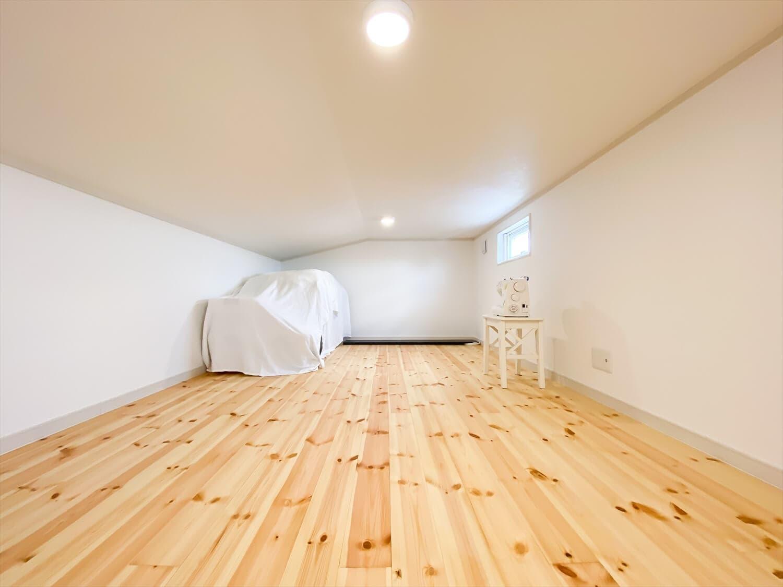 ヒバ無垢材の香り満ちるZEH仕様の二階建てのロフト 水戸市の注文住宅,ログハウスのような木の家を低価格で建てるならエイ・ワン