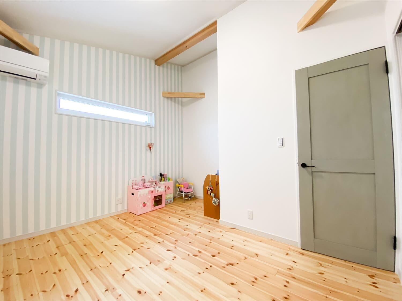 ヒバ無垢材の香り満ちるZEH仕様の二階建ての洋室 水戸市の注文住宅,ログハウスのような木の家を低価格で建てるならエイ・ワン