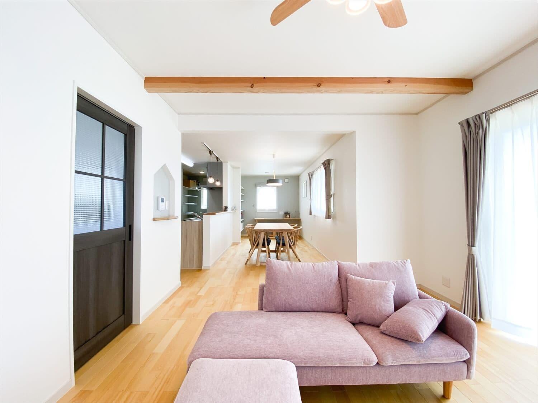 ヒバ無垢材の香り満ちるZEH仕様の二階建ての内装 水戸市の注文住宅,ログハウスのような木の家を低価格で建てるならエイ・ワン