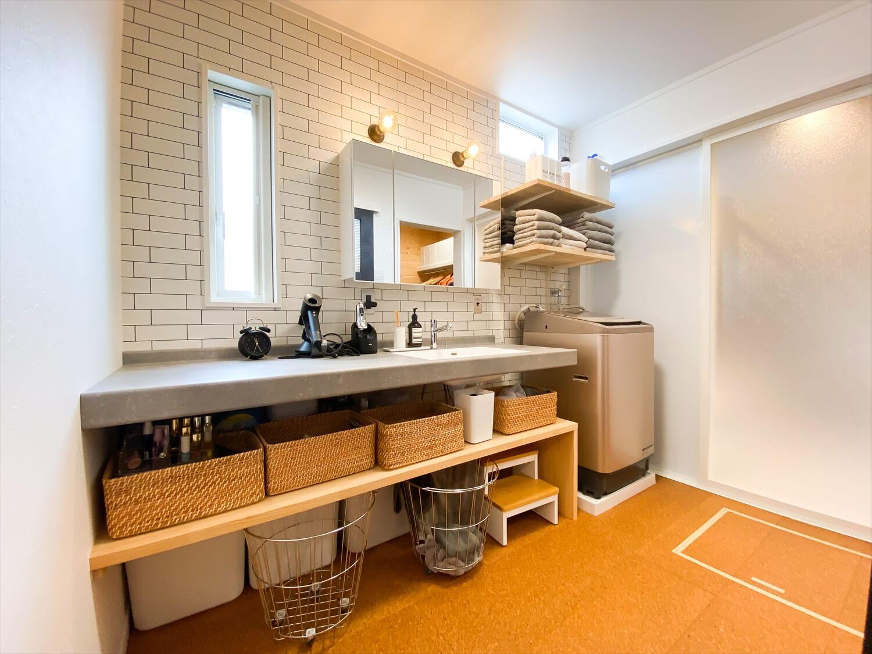 性能とデザインを追い求めたZEH仕様のクールな二階建ての洗面脱衣室|石岡市の注文住宅,ログハウスのような木の家を低価格で建てるならエイ・ワン