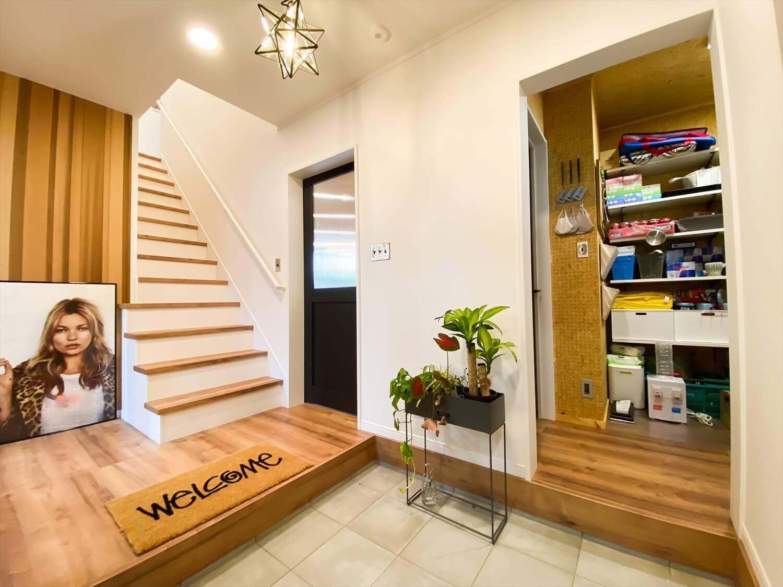性能とデザインを追い求めたZEH仕様のクールな二階建てのパントリー|石岡市の注文住宅,ログハウスのような木の家を低価格で建てるならエイ・ワン