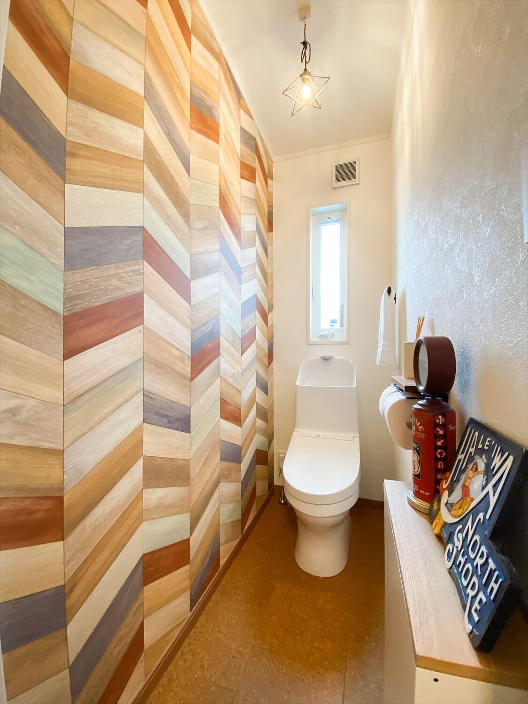 性能とデザインを追い求めたZEH仕様のクールな二階建ての二階のトイレ|石岡市の注文住宅,ログハウスのような木の家を低価格で建てるならエイ・ワン