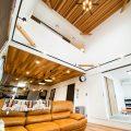 性能とデザインを追い求めたZEH仕様のクールな二階建ての吹き抜け|石岡市の注文住宅,ログハウスのような木の家を低価格で建てるならエイ・ワン