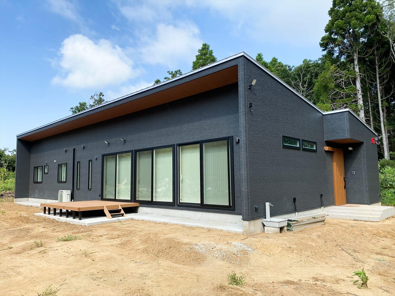34帖LDKを実現した長期優良住宅の平屋の外観|鹿嶋市の注文住宅,ログハウスのような木の家を低価格で建てるならエイ・ワン
