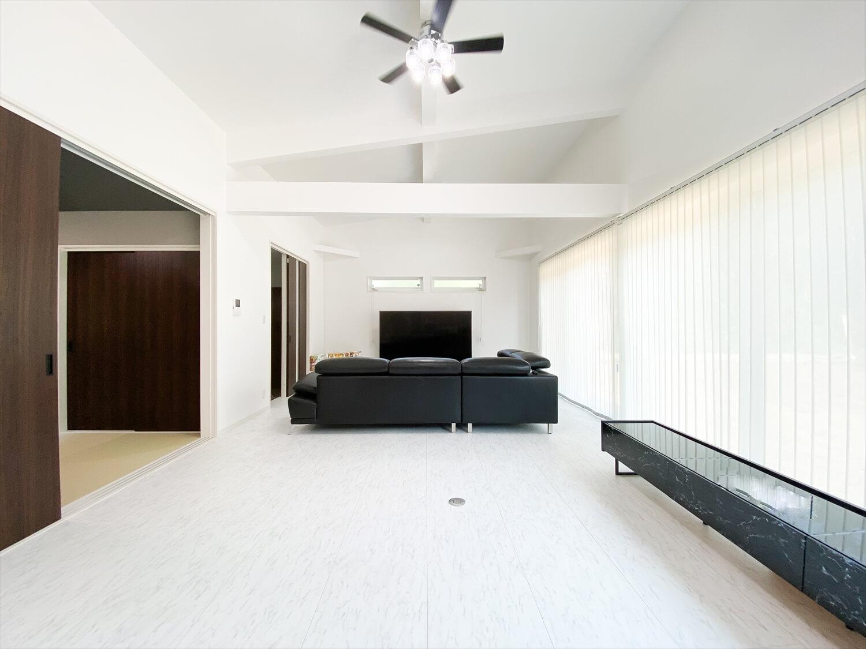 34帖LDKを実現した長期優良住宅の平屋の広いリビング|鹿嶋市の注文住宅,ログハウスのような木の家を低価格で建てるならエイ・ワン