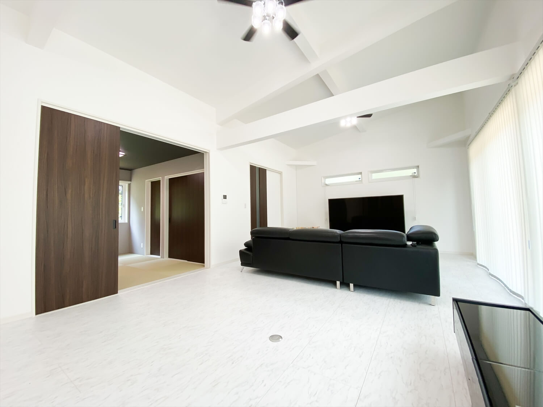 34帖LDKを実現した長期優良住宅の平屋のリビング|鹿嶋市の注文住宅,ログハウスのような木の家を低価格で建てるならエイ・ワン
